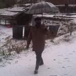 突然の悪天候 雪と雹で一面真っ白に